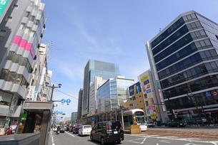 広島市鯉城通りの街角にてビジネス街の写真素材 [FYI04874431]
