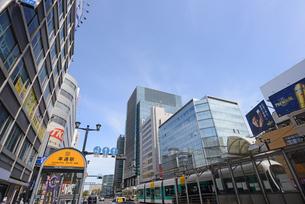 広島市鯉城通りの街角にてビジネス街の写真素材 [FYI04874432]