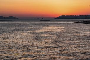 博多湾夕景の写真素材 [FYI04874558]