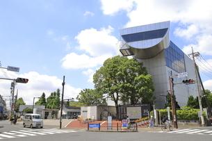 大岡山駅前の東京工業大学 の写真素材 [FYI04874590]