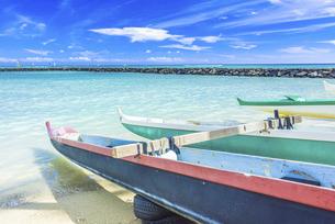 【ハワイ オアフ島】砂浜にボートがあるワイキキビーチ 旅行の写真素材 [FYI04874642]