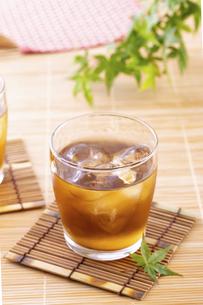 日本の夏の飲み物、麦茶の写真素材 [FYI04874767]