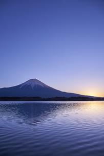 田貫湖からの日の出の写真素材 [FYI04874816]