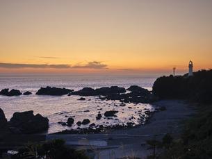 潮岬からの夕日の写真素材 [FYI04874860]