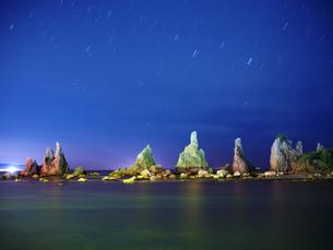 橋杭岩からの夜景の写真素材 [FYI04874862]