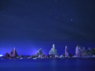橋杭岩からの夜景の写真素材 [FYI04874864]