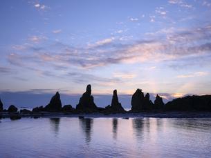 橋杭岩からの日の出の写真素材 [FYI04874865]