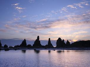 橋杭岩からの日の出の写真素材 [FYI04874866]