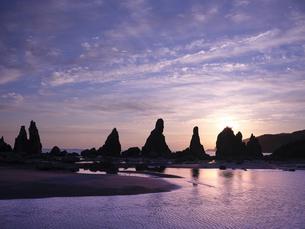 橋杭岩からの日の出の写真素材 [FYI04874871]