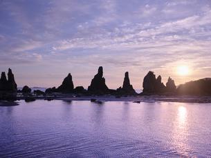 橋杭岩からの日の出の写真素材 [FYI04874872]