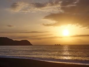 早朝の熊野灘の写真素材 [FYI04874937]