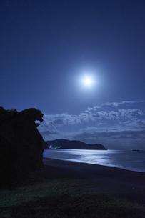 深夜の獅子岩の写真素材 [FYI04874950]
