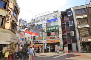 学芸大学駅西口商店街 東横線の写真素材 [FYI04875061]