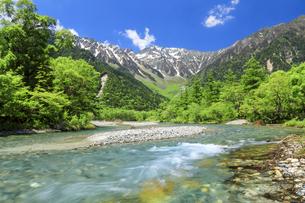 梓川と穂高連峰の写真素材 [FYI04875195]