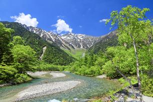 梓川と穂高連峰の写真素材 [FYI04875197]