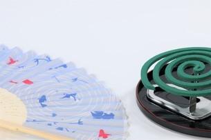 扇子と蚊取り線香の写真素材 [FYI04875270]