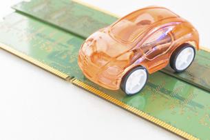 【EV】自動車と半導体 テクノロジーの写真素材 [FYI04875372]