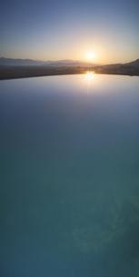 舌喰池と朝日と浅間山の写真素材 [FYI04875450]