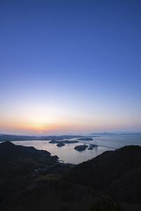 夕暮れの来島海峡(しまなみ海道)の写真素材 [FYI04875900]