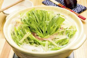 豚バラと白菜の重ね鍋の写真素材 [FYI04876567]