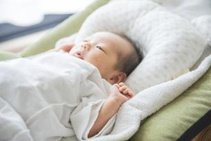 新生児(0歳0ヶ月)の写真素材 [FYI04876820]