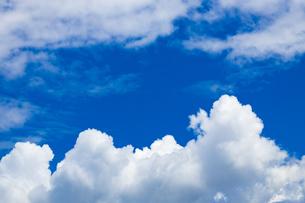 真夏の空の写真素材 [FYI04876923]