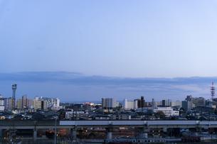 夕方の空と仙台市街並みの写真素材 [FYI04877770]
