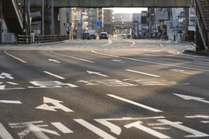 道路の方向標識の写真素材 [FYI04877775]