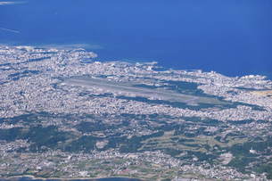 沖縄の普天間飛行場(普天間基地)を空撮の写真素材 [FYI04878060]