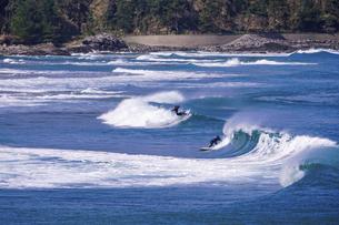 日本海でサーフィンの写真素材 [FYI04878132]