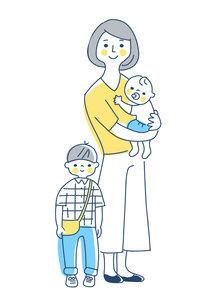 家族 赤ちゃんを抱っこしているママと男の子 全身のイラスト素材 [FYI04878265]