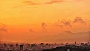 梅雨の霞が有る夕景。の写真素材 [FYI04878301]