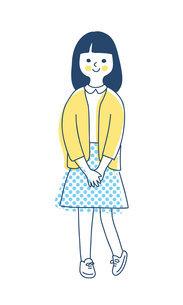 笑顔で立っている女の子のイラスト素材 [FYI04878430]
