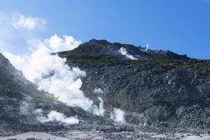 硫黄山の噴煙の写真素材 [FYI04878657]