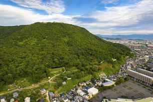 【香川県】屋島と高松市の街並み ドローン 空撮の写真素材 [FYI04879052]