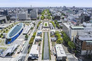 ヒサヤオオドオリパークとオアシス21を見下ろす市街地風景の写真素材 [FYI04880319]