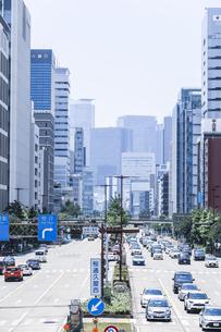 栄より名駅方面を見る桜通りの街並み風景の写真素材 [FYI04880348]