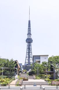 中部電力MIRAI TOWERを見るヒサヤオオドオリパーク風景の写真素材 [FYI04880359]