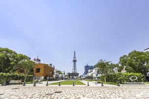中部電力MIRAI TOWERを見るヒサヤオオドオリパーク風景の写真素材 [FYI04880369]