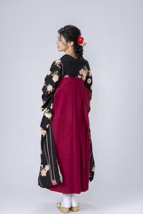 袴姿の若い女性の写真素材 [FYI04882162]