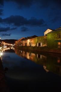 小樽運河の夜景の写真素材 [FYI04882251]