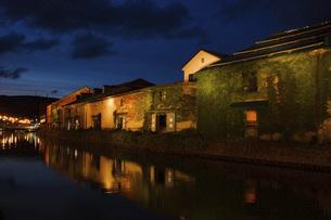 小樽運河の夜景の写真素材 [FYI04882252]