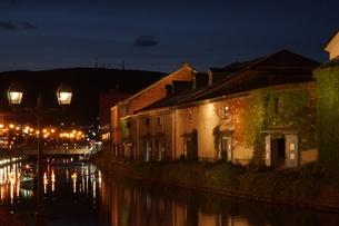 小樽運河の夜景の写真素材 [FYI04882256]