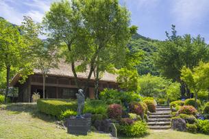 初夏の五木の子守唄公園の写真素材 [FYI04882352]