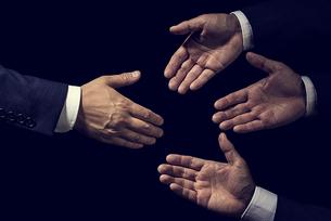 握手の写真素材 [FYI04883056]