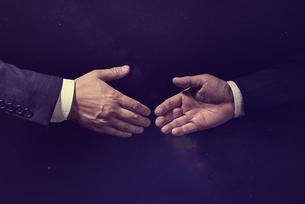 握手の写真素材 [FYI04883068]