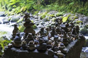 天安河原の積み石の写真素材 [FYI04883124]