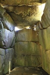 石舞台古墳の石室内部の写真素材 [FYI04883239]