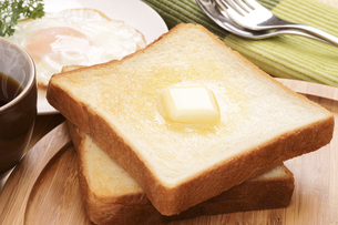 バタートーストで朝食イメージの写真素材 [FYI04883724]