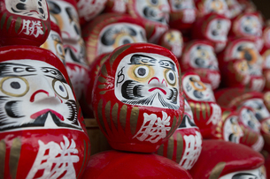 勝尾寺の勝ちダルマの写真素材 [FYI04884270]